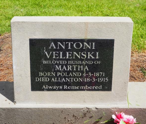 Headstone  Antoni and Martha Velenski
