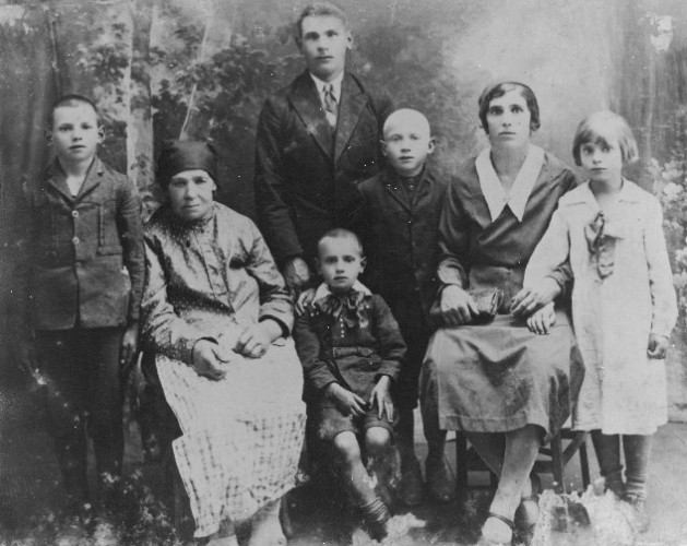 Studio  photograph of Bojanowski family circa 1935
