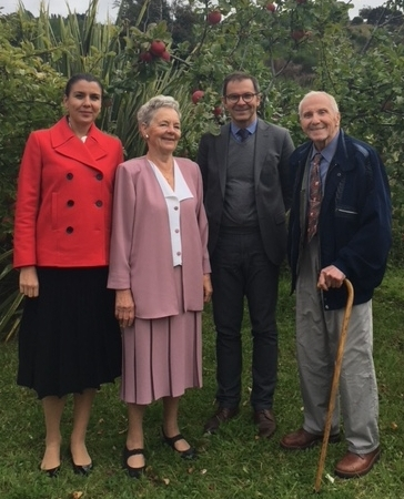 Polish Consul, Ela, Polish Ambassador and Bronek in the Szukiel orchard.