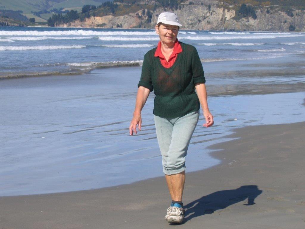 Eleonora Szukiel  strolling along Blueskin beach