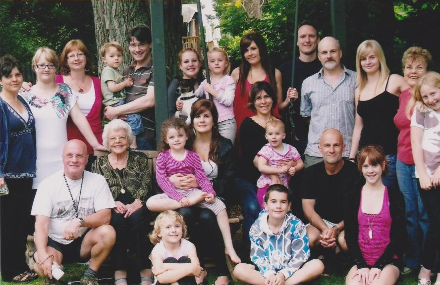 Joe and Heather's  large family at a reunion in 2010