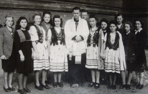 Priest  surrounded 12 members of a choir, including Janina