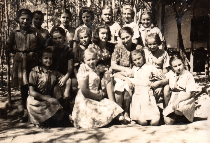 Polish girls with caregivers at the Isfahan hostel no. 9