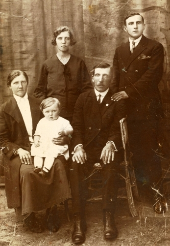 Stanisław Jarka with wife Rozalia, her Puka parents and Jadzia
