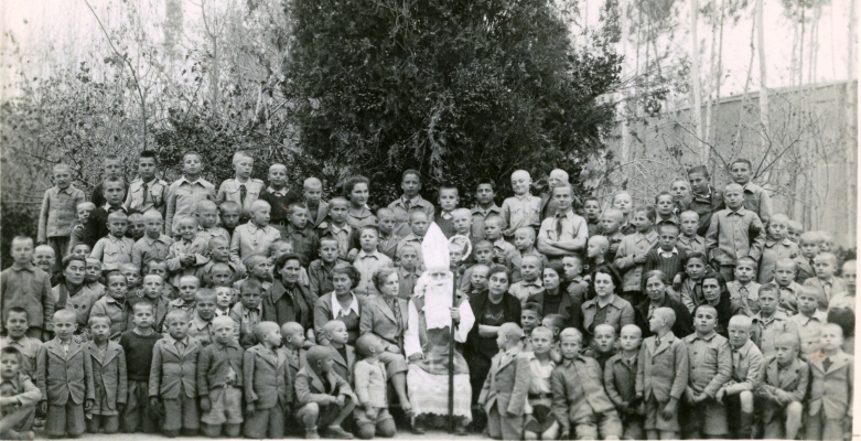 Large group of boys in Isfahan