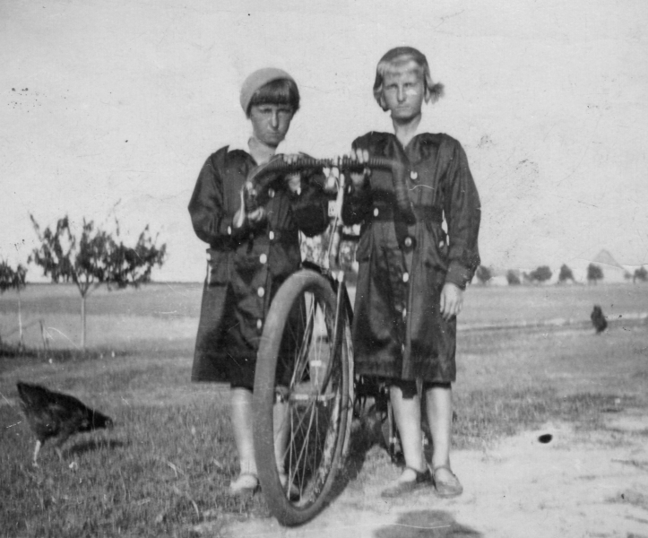 Janina and Romka Marchewa with bicycle