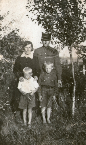 Walenty and Lonia Marchewa with their sons Bogdan and Miecio