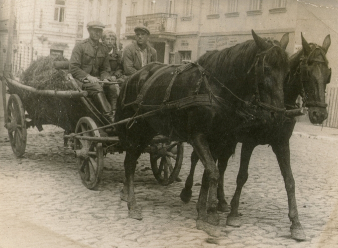 Walenty and Romka with a laden farm wagon in either Tuczyn or Równe.
