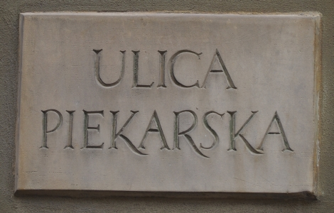 The concrete  street name Ulica Piekarska