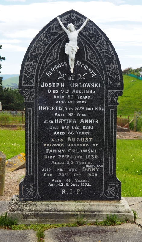 The  headstone of Joseph and Briget Orlowski, Rayina Anis and August and Franciska Orlowski