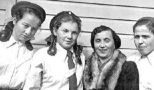 Pani Bucewicz with girls from Pahiatua