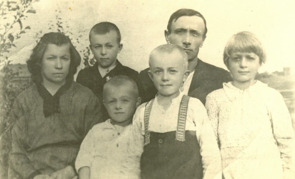 Zatorski family in Czary, near Archangelsk circa 1940-1