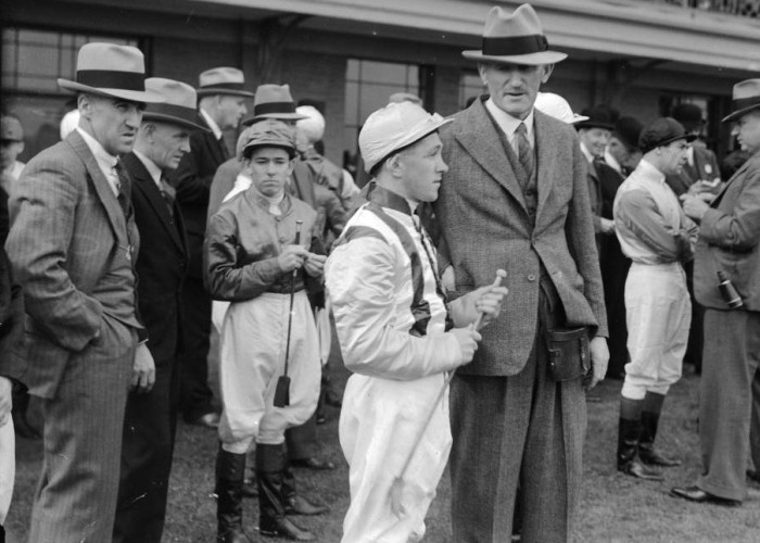 Keith  Voitre with Lou Robertson ahead of 1935 Melbourne Cup
