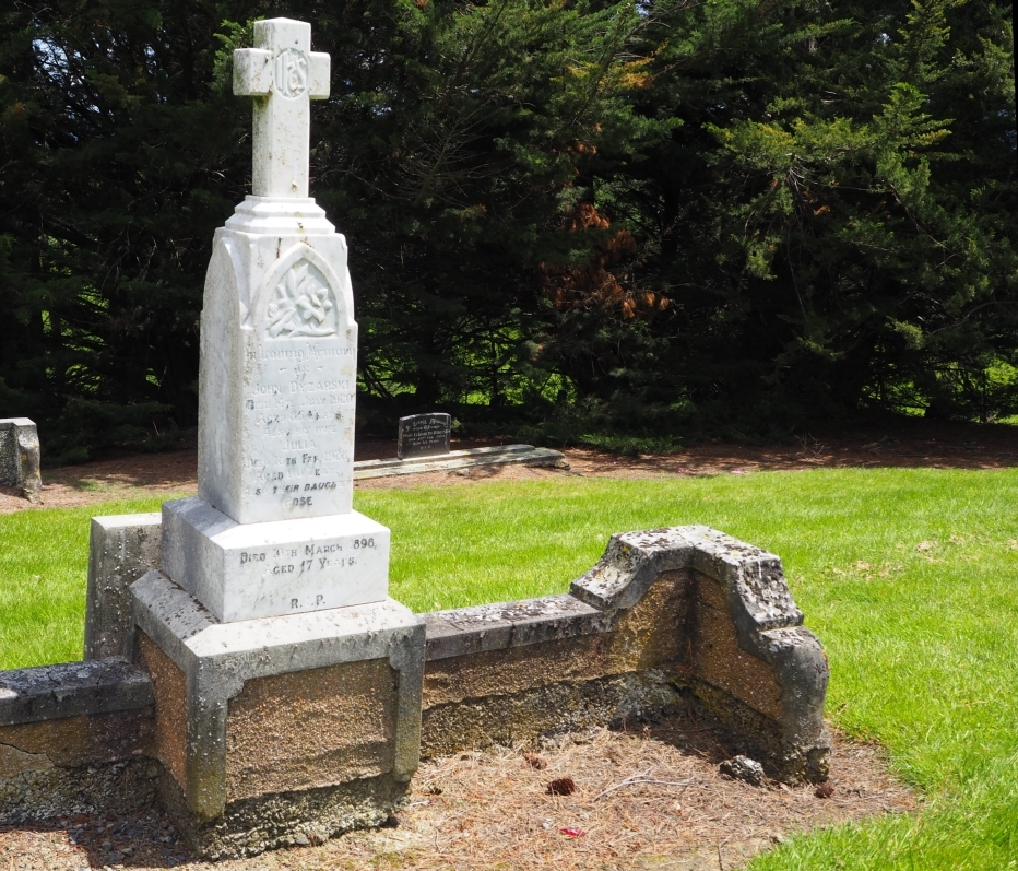 Headstone of Julia and John Dyzarski and their daughter Rosie.