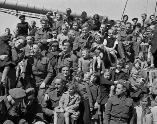 Deck of the General Randall filled with children and returning soldiers