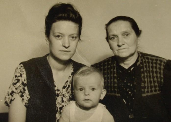 Janina  and Józefa Bąbka with Tadeusz