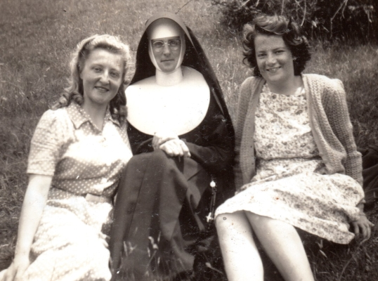 Jadzia  with a friend and a nun on a Whanganui river picnic