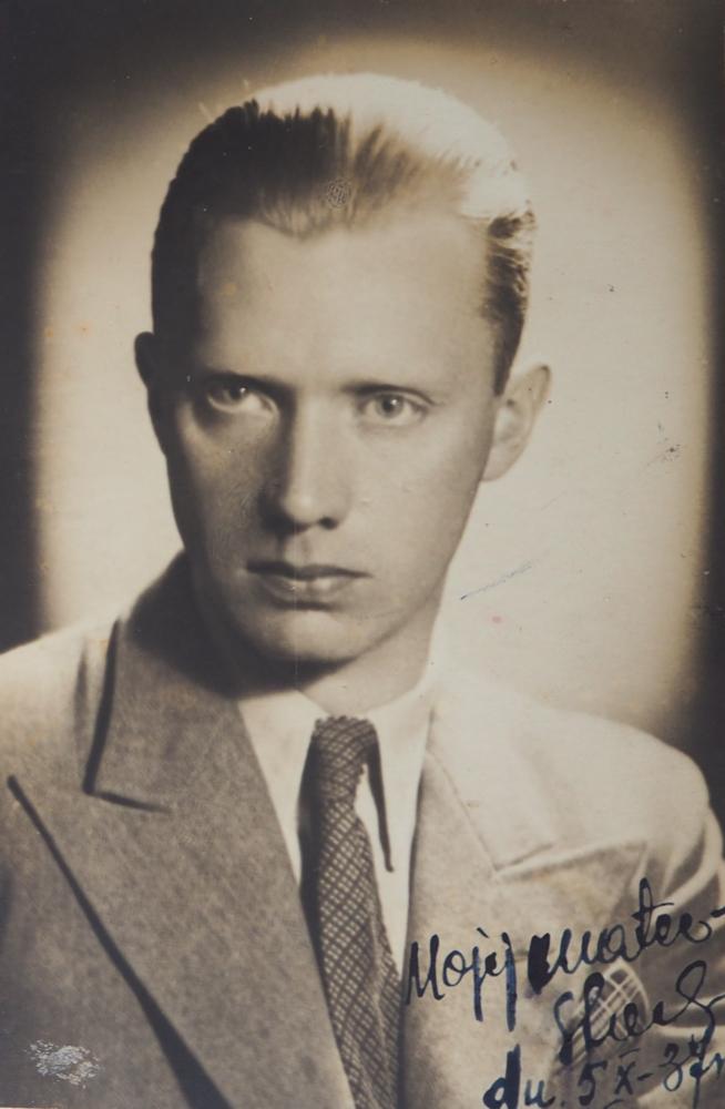A head and shoulders  studio photograph of Stanisław Czapiewski in a light suit.