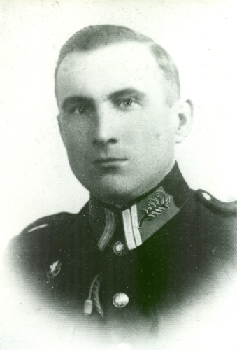 Head and shoulders pic  of Jan Jarka in officer's uniform