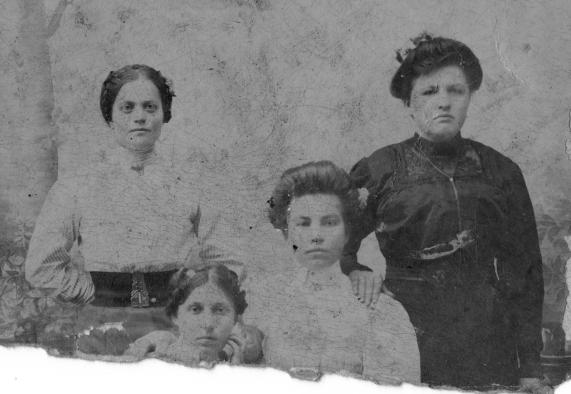 Lonia Sobolewska and family circa 1914