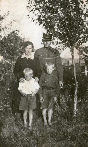 Walenty and Lonia Marchewa with their sons Bogdan and Miecio