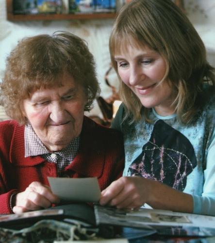 Janina and Lonia Sarniak looking at photographs