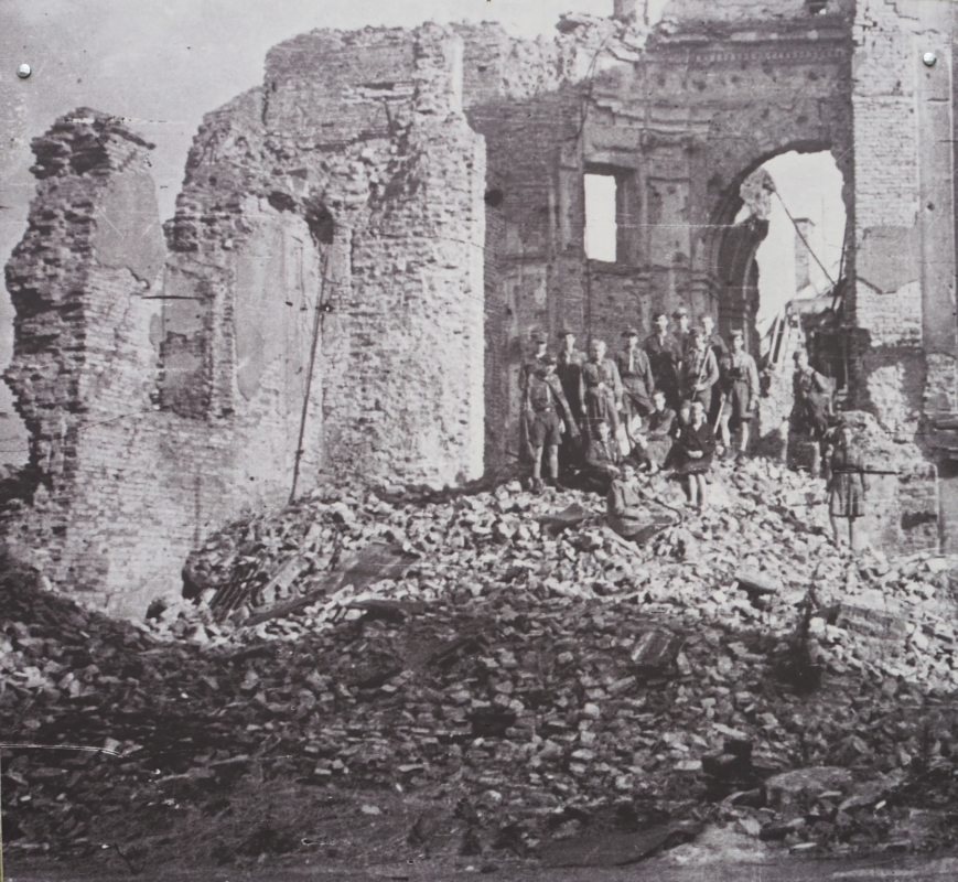 Scouts among the ruins of the Kościół Św. Kazimierka in the Rynek Nowego Miasta after the 1944 bombing by Germans.