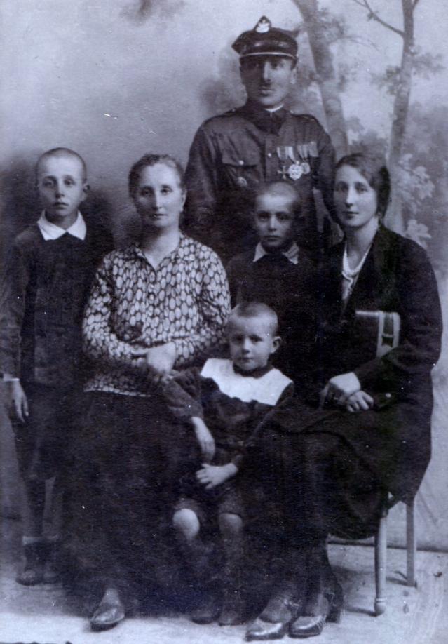 The Piotrkowski  family, circa 1930.