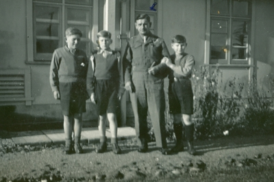 Michał Gawronek  with Zdzisław and two other boys in Pahiatua