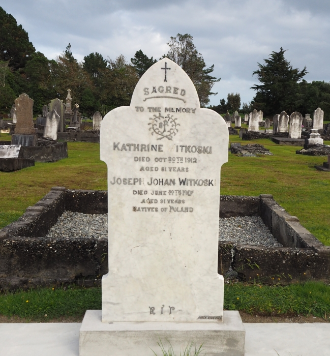 The white Witkoski headstone in Hokitika, showing that Joseph died aged 91, and Katherine died aged 81. The  inscription ends with the words Natives of Poland