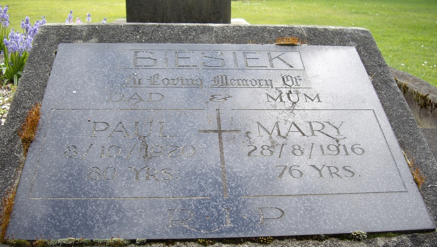 Paul & Mary Biesiek's  headstone.