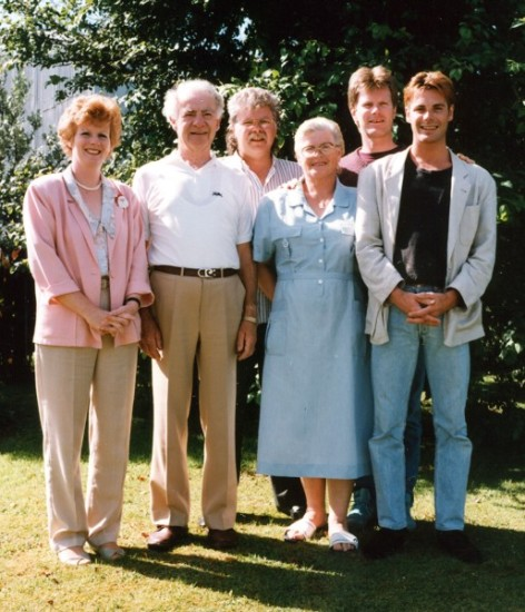 Bill and Wisia  Watkins with their four adult children in Levin